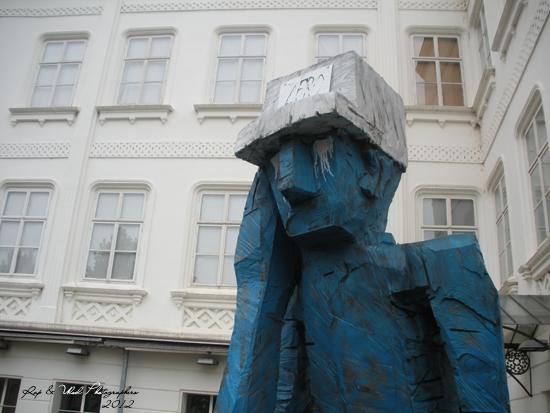 Hombre llorando en Praga.