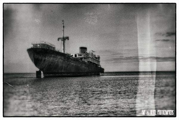 Barco encallado en Lanzarote vista tres
