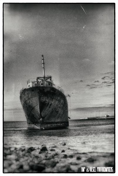 Barco encallado en Lanzarote vista dos