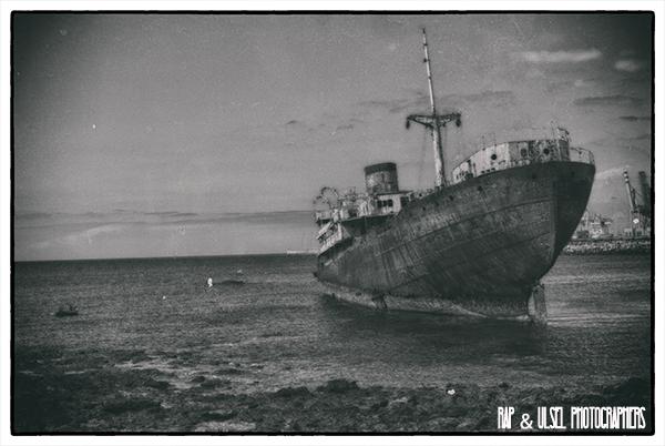 Barco encallado en Lanzarote vista uno.