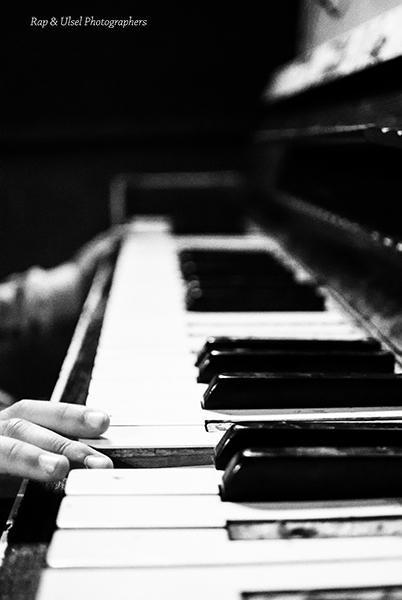un viejo piano que tuvo mejores tiempos