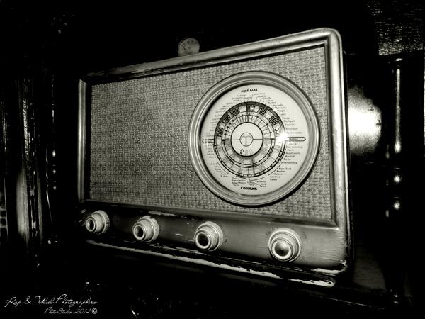Una radio antigua en una casa sorprendente
